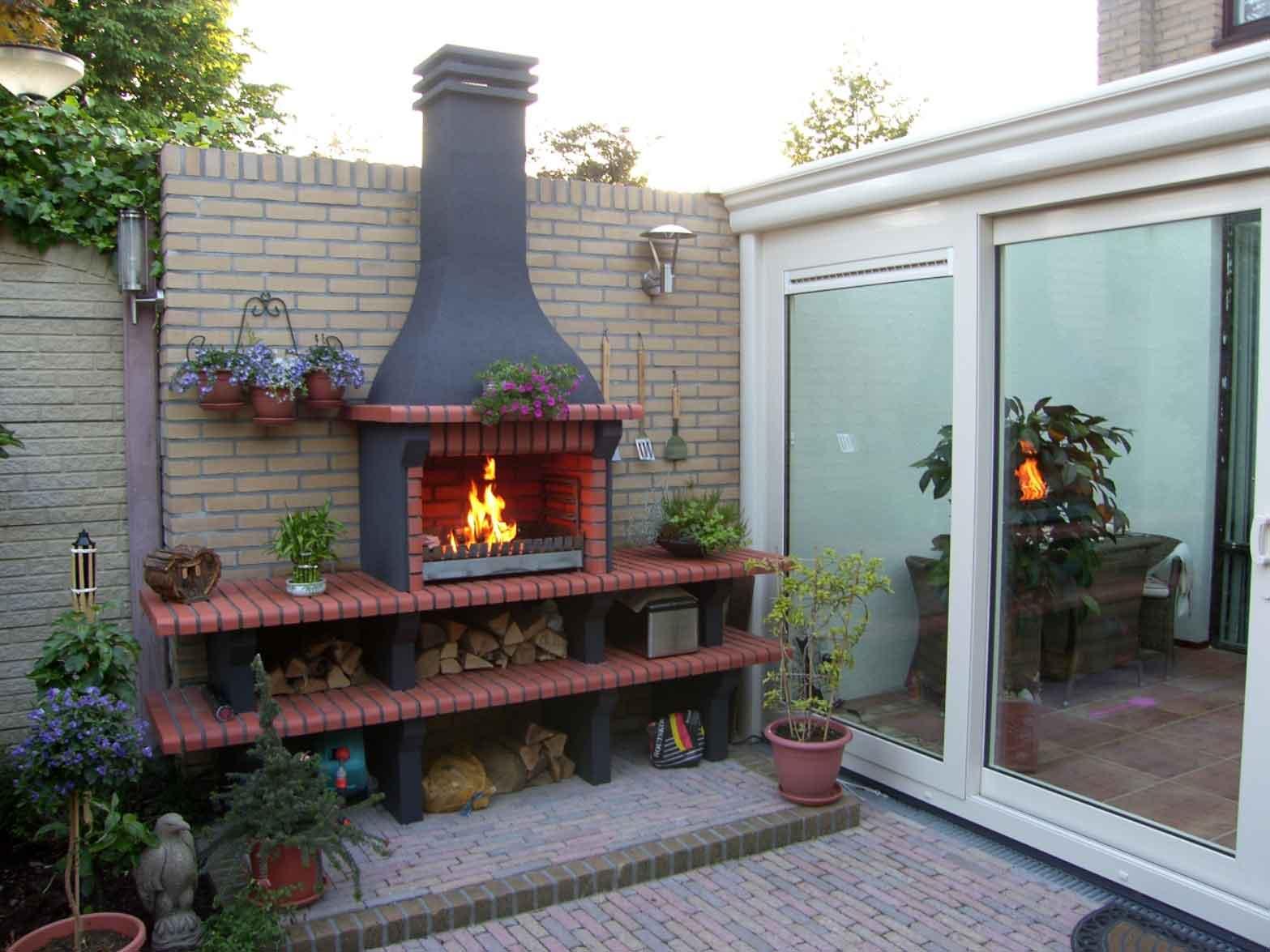 Evora 02/4 steen kleur Rood,grillset G5 opbouw, beton door klant antraciet geschilderd.