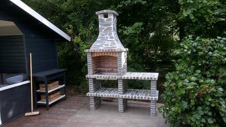 Malaga 34, Natuursteen belegd - steen kleur: Rustiek, inbouw Grillset G14 RvS. 1 extra verlengblok op schoorsteen toegepast.